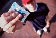 Кредитные карты молодежные – новые возможности, подарки и бонусы